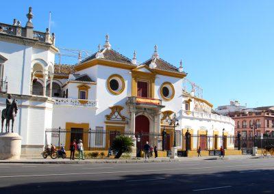 Plaza de toros de la Real Maestranza (Stierkampfarena), auch wenn es für uns ein grausamer Sport ist und wir das niemals unterstützen würden ist es dennoch immer stark in der spanischen Kultur veranckert.