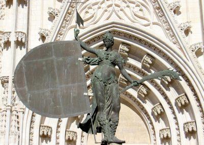 El Giraldillo beim Eingang der Kathedrale in Sevilla.