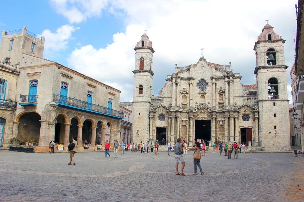 Plaza de la Catedral und Catedral de la Habana