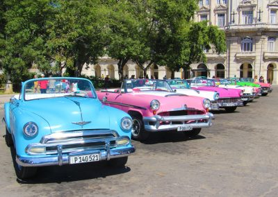Oldtimer-Taxistand am Parque Central