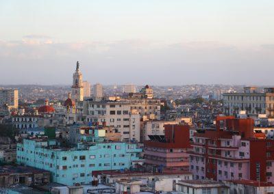 Über den Dächern von Havanna bei Sonnenuntergang