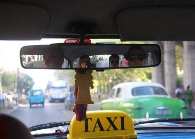 Mit dem Oldtimer-Taxi unterwegs in Havanna