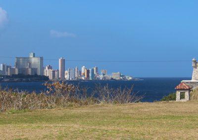 Beim Castillo de los Tres Reyes del Morro mit Blick auf die Skyline von Havanna