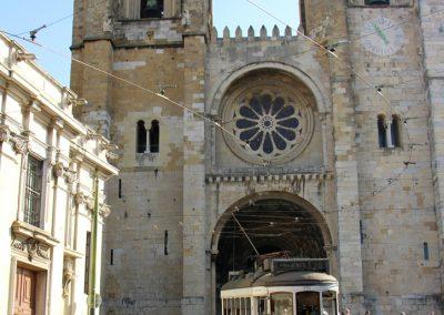 Catedral Sé Patriarcal und die berühmte Straßenbahn 28 auf Ihren Abenteuerlichen Weg durch die Alfama.