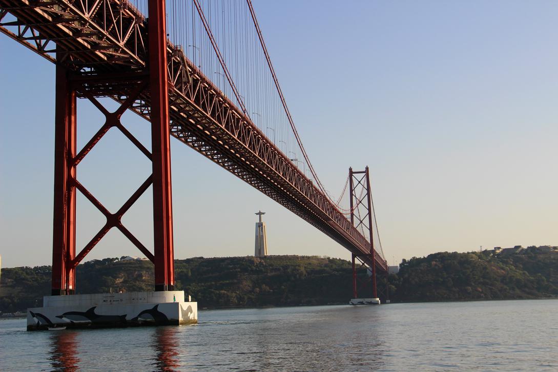 Ponte 25 de Abril und Cristo Rei Statue