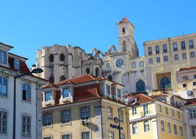Die Dächer von Lissabon's und das Convento do Carmo