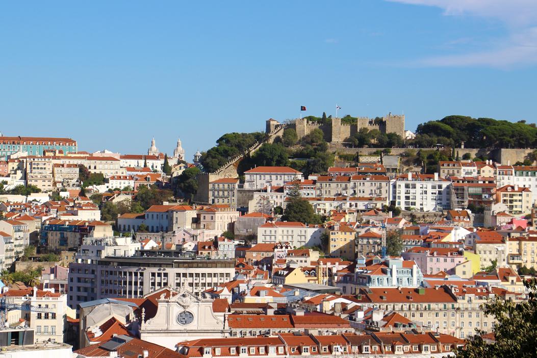 Blick vom Aufzug Santa Justa auf das Castelo de São Jorge