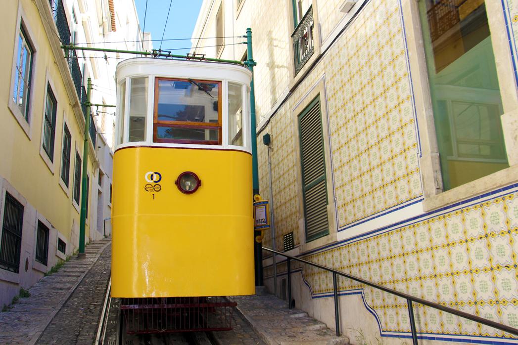 Ascensor do Lavra ist eine der Seilbahnen von Lissabon, die das Mühsame erklimmen der Hügel einfacher machen!