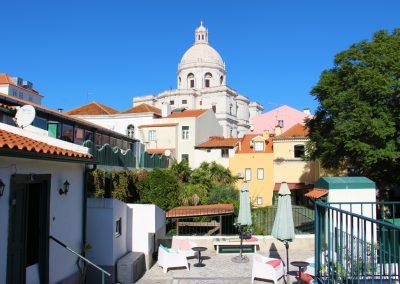 Terrasse von unserem Airbnb in Alfama mit Blick auf die Igreja de Santa Engrácia