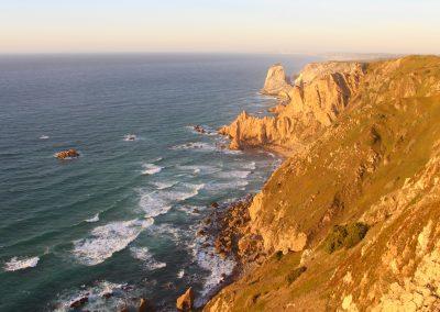 Man ist immer wieder sprachlos wenn man die Felsklippen in Portugal betrachtet.