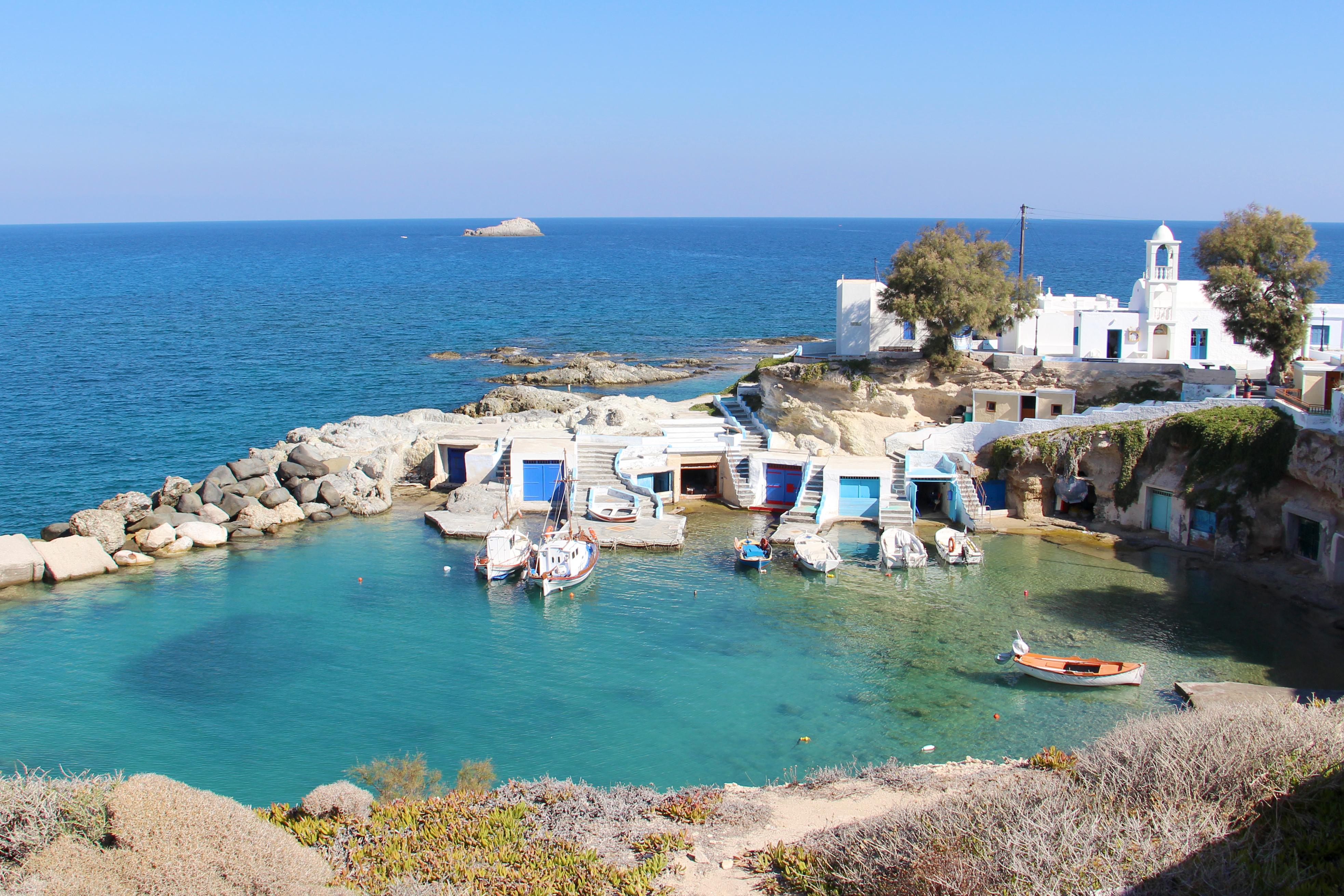 Das Fischerdorf Mandrakia auf der Insel Milos